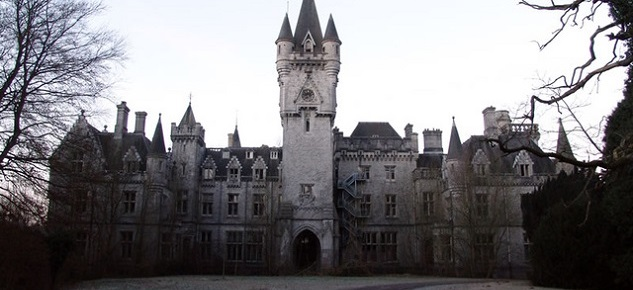7 Abandoned Mansions From Around the World