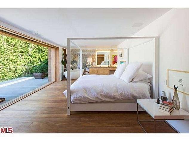 Celebrity homes_Pamela Anderson's beach house in Malibu13