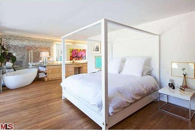 Celebrity homes_Pamela Anderson's beach house in Malibu14