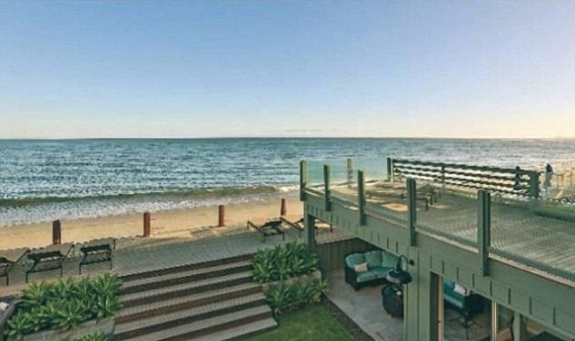 Leonardo-DiCaprio-Malibu-Beach-Home-outside-beach-home-1
