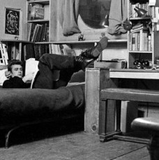10 Incredible Hollywood Vintage Mansions: How the Stars Lived hollywood vintage mansions 10 Incredible Hollywood Vintage Mansions: How the Stars Lived james dean new york apartment1 228x230