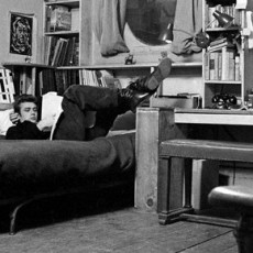 10 Incredible Hollywood Vintage Mansions: How the Stars Lived [object object] 10 Incredible Hollywood Vintage Mansions: How the Stars Lived james dean new york apartment1 230x230