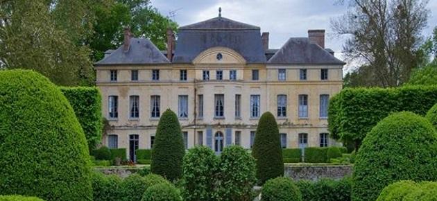 Royal style: Catherine Deneuve's french castle is on the market Royal style: Catherine Deneuve's french castle is on the market Royal style: Catherine Deneuve's french castle is on the market CATHERINE DENEUVE french chateau1