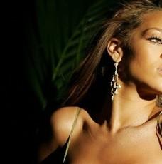 Celebrity homes:Rihanna is selling her LA mansion