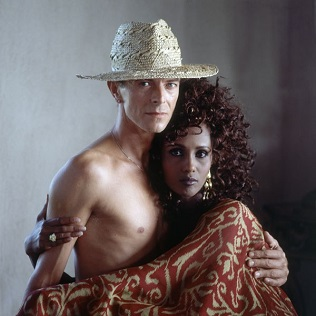 celebrity-homes-david-bowie-11 Celebrity Homes: David Bowie's Balinese inspired Villa Celebrity Homes: David Bowie's Balinese inspired Villa celebrity homes david bowie 11