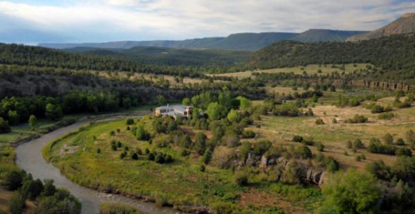 jane-fonda-ranch-6 Celebrity Homes: Jane Fonda is selling her New Mexico Ranch  Celebrity Homes: Jane Fonda is selling her New Mexico Ranch  jane fonda ranch 6