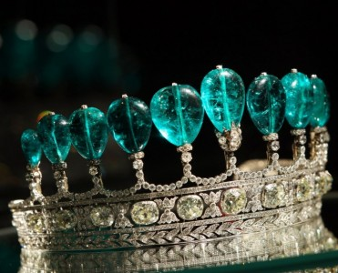 Most Expensive Jewerly Ever Most Expensive Jewellery Ever Most Expensive Jewellery Ever the most expensive homes Emerald and Diamond Tiara 371x300