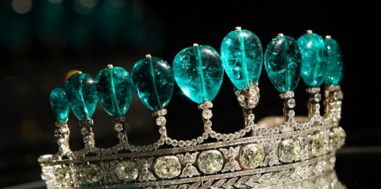 Most Expensive Jewerly Ever Most Expensive Jewellery Ever Most Expensive Jewellery Ever the most expensive homes Emerald and Diamond Tiara 745x370