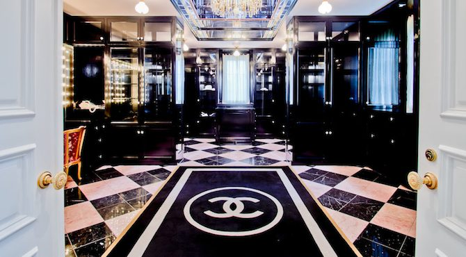 chanel-inspired-closet-comes-with-mansion-in-texas-cover Chanel-Inspired Closet Comes With a $17.5M Mansion in Texas Chanel-Inspired Closet Comes With a $17.5M Mansion in Texas chanel inspired closet comes with mansion in texas cover 670x370