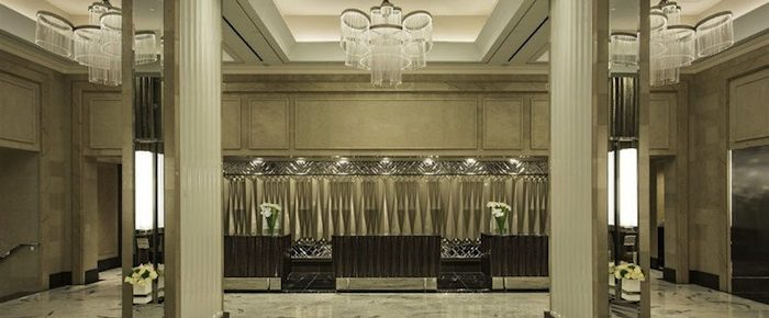 coveted-A-Fabulous-Lobby-at-the-Loews-Regency-Hotel-67-800x400