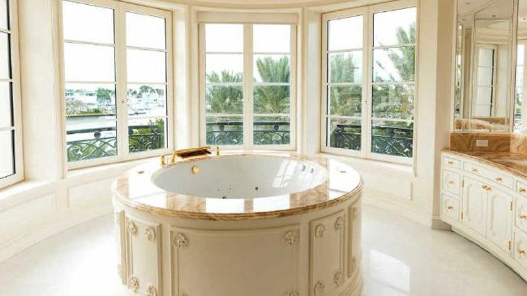 take-a-look-inside-the-most-expensive-home-in-america-7