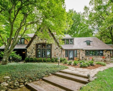 roger-eberts-michigan-home-is-for-sale-cover Roger Ebert's Michigan Home Is for Sale for $4 Million Roger Ebert's Michigan Home Is for Sale for $4 Million roger eberts michigan home is for sale cover 371x300