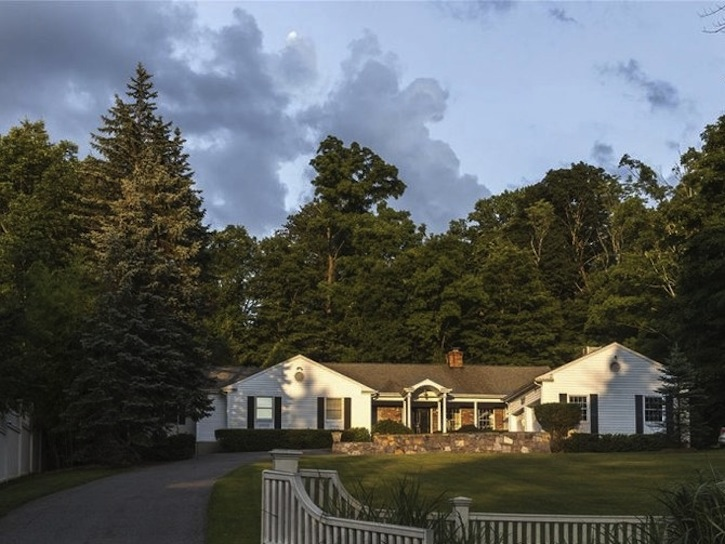 Hillary Clinton Just Bought A Gorgeous Home In Chappaqua