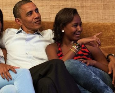 Celebrity Homes: Inside the Obama Family's Stylish Private World ➤ To see more news about The Most Expensive Homes around the world visit us at www.themostexpensivehomes.com #mostexpensive #mostexpensivehomes #themostexpensivehomes @expensivehomes obama family Celebrity Homes: Inside the Obama Family's Stylish Private World Celebrity Homes Inside the Obama Familys Stylish Private World 371x300