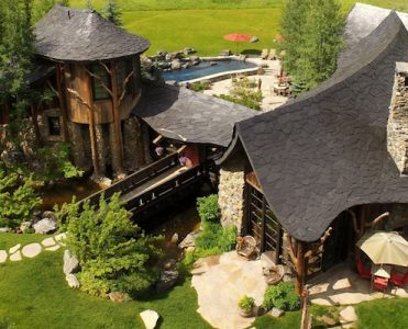 Circle R Might be The Luxury Cabin Of Your Dreams | LUXURY REAL ESTATE ➤ To see more news about The Most Expensive Homes around the world visit us at www.themostexpensivehomes.com #mostexpensive #mostexpensivehomes #themostexpensivehomes @expensivehomes