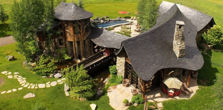 Circle R Might be The Luxury Cabin Of Your Dreams   LUXURY REAL ESTATE ➤ To see more news about The Most Expensive Homes around the world visit us at www.themostexpensivehomes.com #mostexpensive #mostexpensivehomes #themostexpensivehomes @expensivehomes