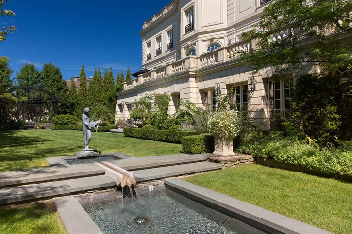 This Luxury Real Estate in Chicago's Lincoln Park is Listed For $50M ➤ To see more news about The Most Expensive Homes around the world visit us at www.themostexpensivehomes.com #mostexpensive #mostexpensivehomes #themostexpensivehomes @expensivehomes