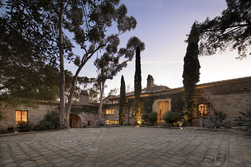 Ellen DeGeneres' California Real Estate on the Market for $45M ➤ To see more news about The Most Expensive Homes around the world visit us at www.themostexpensivehomes.com #mostexpensive #mostexpensivehomes #themostexpensivehomes @expensivehomes