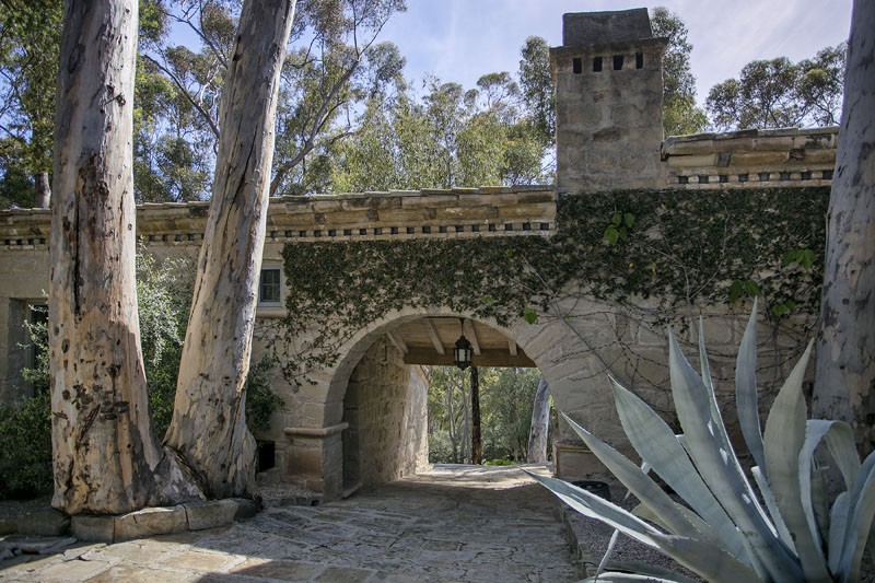 Ellen DeGeneres' California Estate on the Market for $45M ➤ To see more news about The Most Expensive Homes around the world visit us at www.themostexpensivehomes.com #mostexpensive #mostexpensivehomes #themostexpensivehomes @expensivehomes