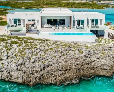Discover Tip of the Tail - the Caribbean's Most Luxury Rental Villa ➤ To see more news about The Most Expensive Homes around the world visit us at www.themostexpensivehomes.com #mostexpensive #mostexpensivehomes #themostexpensivehomes #luxuryrealestate @expensivehomes