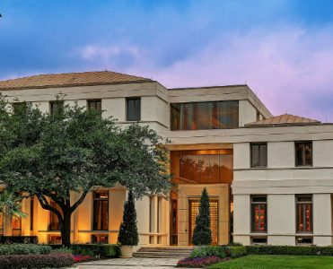 Luxury Houston Home Built for Saudi Prince Costs $20 Million ➤ To see more news about The Most Expensive Homes around the world visit us at www.themostexpensivehomes.com #mostexpensive #mostexpensivehomes #themostexpensivehomes #luxuryrealestate @expensivehomes Luxury Houston Home Luxury Houston Home Built for Saudi Prince Costs $20 Million Luxury Houston Home Built for Saudi Prince Costs 20 Million 371x300