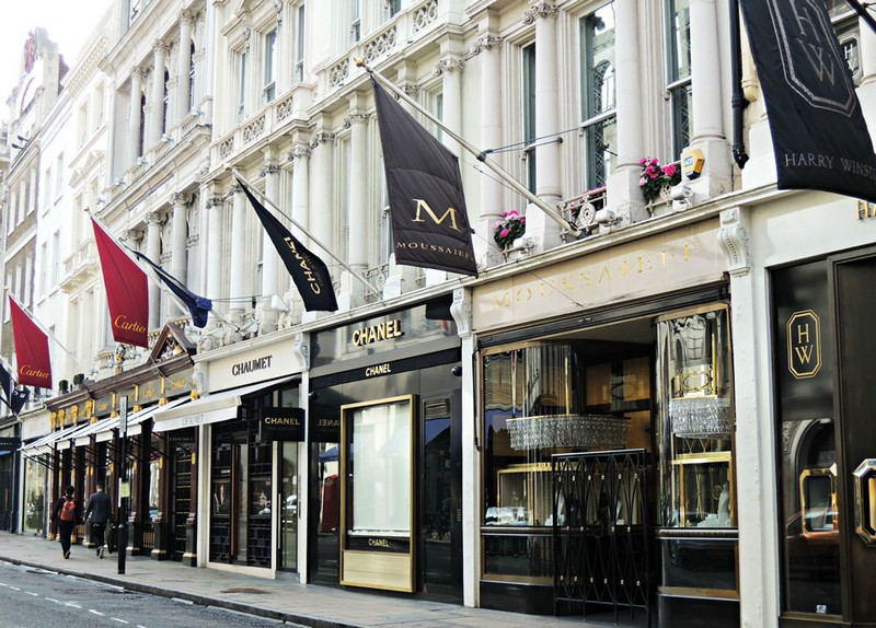 Luxury Neighborhoods - Mayfair, the Most Trendy Place to Live in London ➤ To see more news about The Most Expensive Homes around the world visit us at www.themostexpensivehomes.com #mostexpensive #mostexpensivehomes #themostexpensivehomes #celebrityhomes @expensivehomes trendy place to live in london Luxury Neighborhoods: Mayfair, the Most Trendy Place to Live in London Luxury Neighborhoods Mayfair the Most Trendy Place to Live in London 2