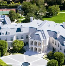 10+ America's Most Expensive Homes for Sale Right Now - Celebrity Homes - The Most Expensive Homes - Luxury Real Estate - Luxury Neighborhoods ➤ Explore The Most Expensive Homes around the world on our website! #mostexpensive #mostexpensivehomes #themostexpensivehomes #luxuryrealestate #luxuryneighborhoods #realestate #celebrityhomes @expensivehomes