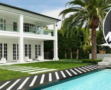 Floyd Mayweather Jr. Has Bought a Lavish Beverly Hills Mansion - Celebrity Homes - The Most Expensive Homes - Luxury Real Estate - Luxury Neighborhoods ➤ Explore The Most Expensive Homes around the world on our website! #mostexpensive #mostexpensivehomes #themostexpensivehomes #luxuryrealestate #luxuryneighborhoods #realestate #celebrityhomes @expensivehomes beverly hills mansion Floyd Mayweather Jr. Has Bought a Lavish Beverly Hills Mansion Floyd Mayweather Jr