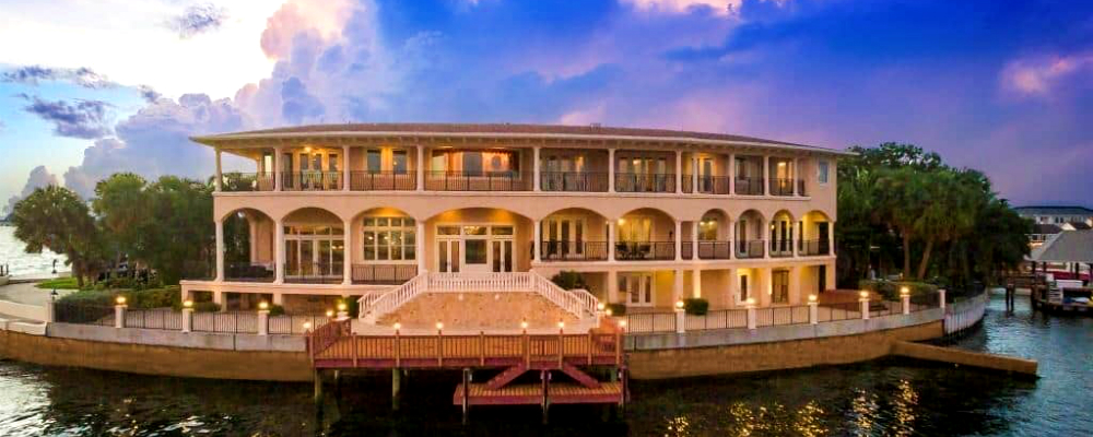 This Luxury Tampa Real Estate Is Ready to Become Your Dream Beach Home - Luxury Real Estate - Luxury Neighborhoods ➤ Explore The Most Expensive Homes around the world on our website! #mostexpensive #mostexpensivehomes #themostexpensivehomes #luxuryrealestate #luxuryneighborhoods #realestate #celebrityhomes @expensivehomes