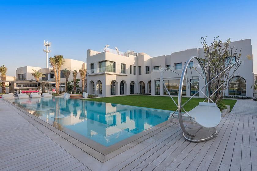most luxury emirates hills villa The Most Luxury Emirates Hills Villas Offers the True Taste of Dubai The Most Luxury Emirates Hills Villas Offers the True Taste of Dubai Luxury Real Estate Luxury Neighborhoods Luxury Beach Houses Luxury Beach Homes 3