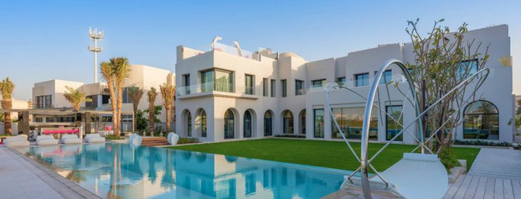 The Most Luxury Emirates Hills Villas Offers the True Taste of Dubai - Luxury Real Estate - Luxury Neighborhoods - Luxury Beach Houses - Luxury Beach Homes ➤ Explore The Most Expensive Homes around the world on our website! #mostexpensive #mostexpensivehomes #themostexpensivehomes #luxuryrealestate #luxuryneighborhoods #realestate #celebrityhomes @expensivehomes
