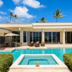What About the Oahu Airy Abode as Your Own Private Beach Paradise - Luxury Real Estate - Luxury Neighborhoods - Luxury Beach Houses - Luxury Beach Homes ➤ Explore The Most Expensive Homes around the world on our website! #mostexpensive #mostexpensivehomes #themostexpensivehomes #luxuryrealestate #luxuryneighborhoods #realestate #celebrityhomes @expensivehomes