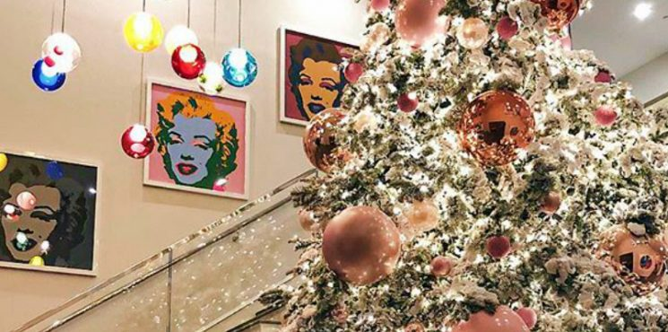 Get into the Holiday Spirit with These Celebrity Christmas Trees 2017 - Christmas 2017 - The Most Expensive Homes - Celebrity Homes - Luxury Neighborhoods - Celebrity Homes ➤ Explore The Most Expensive Homes around the world on our website! #mostexpensive #mostexpensivehomes #themostexpensivehomes #luxuryrealestate #luxuryneighborhoods #ChristmasTrees #CelebrityChristmas #Christmas2017 #celebrityhomes @expensivehomes celebrity christmas trees 2017 Get into the Holiday Spirit with These Celebrity Christmas Trees 2017 Get into the Holiday Spirit with These Celebrity Christmas Trees 2017 Christmas 2017 The Most Expensive Homes Celebrity Homes 745x370