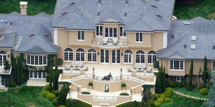 Take a Look at the 10 Most Expensive Celebrity Homes in The World - The Most Expensive Homes - World's Most Expensive Celebrity Homes - Luxury Neighborhoods - Celebrity Homes ➤ Explore The Most Expensive Homes around the world on our website! #mostexpensive #mostexpensivehomes #themostexpensivehomes #luxuryrealestate #luxuryneighborhoods #realestate #celebrityhomes @expensivehomes most expensive celebrity homes in the world Take a Look at the 10 Most Expensive Celebrity Homes in The World Take a Look at the 10 Most Expensive Celebrity Homes in The World 745x370