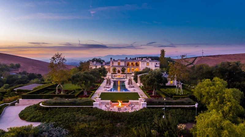Thomas Tull's SoCal Luxury Real Estate for Sale for $85 Million socal luxury real estate Thomas Tull's SoCal Luxury Real Estate Could be Yours for $85 Million Thomas Tull   s SoCal Luxury Real Estate Could be Yours for 85 Million The Most Expensive Homes luxury homes Luxury Neighborhoods Celebrity Homes 2018 2