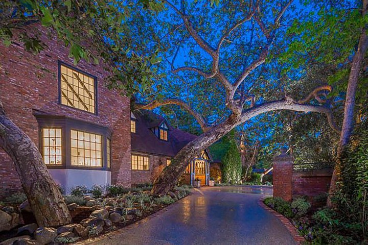 Meet 25 of the Most EHomes Owned by Celebrities 17