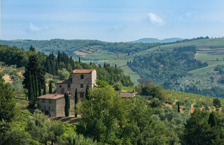 The Former Tuscan Villa of Michelangelo Has Hit the Market 1 Tuscan Villa The Former Tuscan Villa of Michelangelo Has Hit the Market The Former Tuscan Villa of Michelangelo Has Hit the Market 1