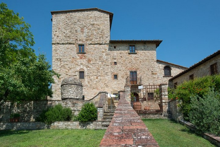 The Former Tuscan Villa of Michelangelo Has Hit the Market 2 Tuscan Villa The Former Tuscan Villa of Michelangelo Has Hit the Market The Former Tuscan Villa of Michelangelo Has Hit the Market 2