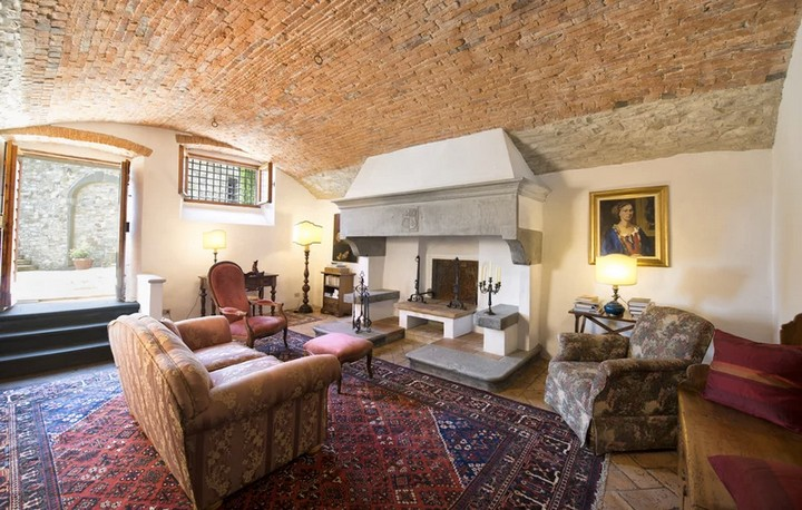 The Former Tuscan Villa of Michelangelo Has Hit the Market 4 Tuscan Villa The Former Tuscan Villa of Michelangelo Has Hit the Market The Former Tuscan Villa of Michelangelo Has Hit the Market 4