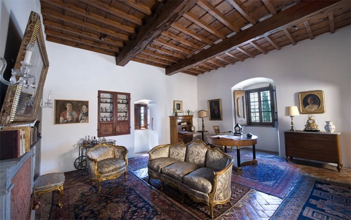 The Former Tuscan Villa of Michelangelo Has Hit the Market 5 Tuscan Villa The Former Tuscan Villa of Michelangelo Has Hit the Market The Former Tuscan Villa of Michelangelo Has Hit the Market 5
