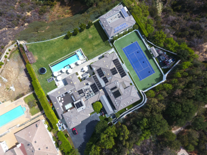 For $29M One Can Have Gwen Stefani's Extravagant Beverly Hills Mansion-1 beverly hills mansion For $29M One Can Have Gwen Stefani's Extravagant Beverly Hills Mansion For 29M One Can Have Gwen Stefanis Extravagant Beverly Hills Mansion 1