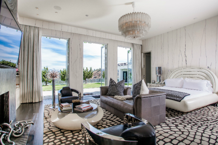 beverly hills mansion For $29M One Can Have Gwen Stefani's Extravagant Beverly Hills Mansion For 29M One Can Have Gwen Stefanis Extravagant Beverly Hills Mansion 5