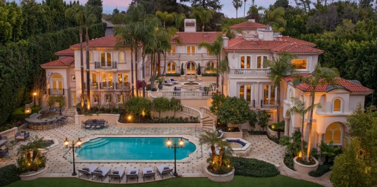 This Private and Gorgeous Bel Air Villa Is a Mediterranean Masterpiece bel air This Private and Gorgeous Bel Air Villa Is a Mediterranean Masterpiece featured 2 745x370