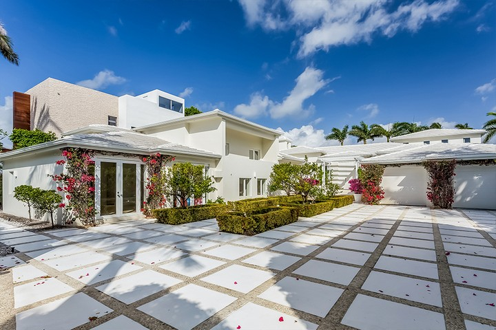 Celebrity Homes Shakira's Listed her Contemporary Miami Beach Mansion 3