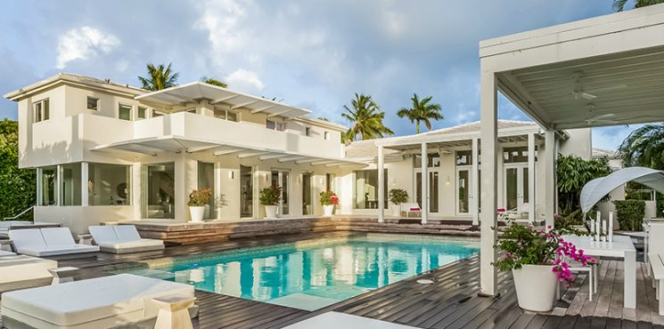 Celebrity Homes: Shakira's Listed her Contemporary Miami Beach Mansion celebrity homes Celebrity Homes: Shakira's Listed her Contemporary Miami Beach Mansion featured 2 745x370