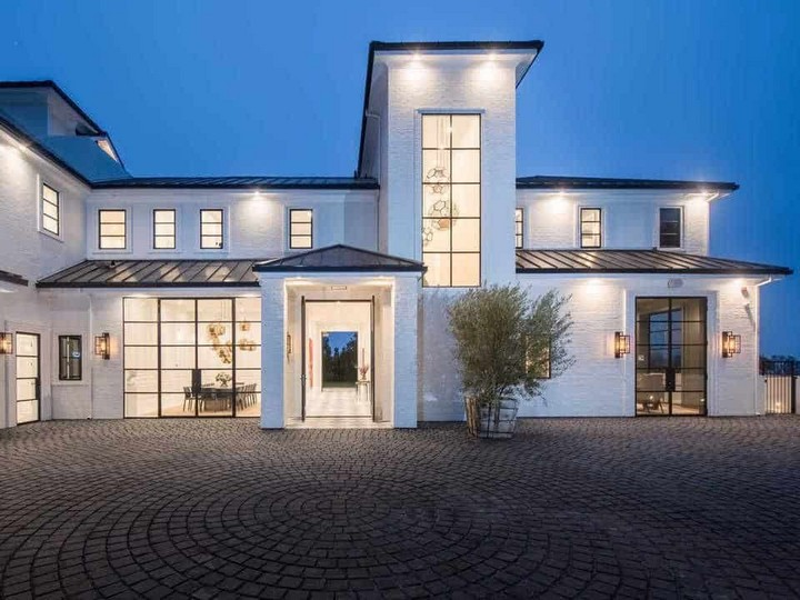 Check Out the Brand-New $23 Million Los Angeles Home of LeBron James 28