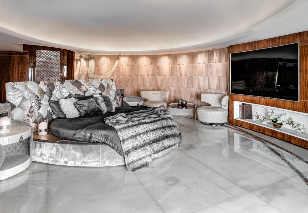 See a Maximalist Luxury Apartment Design in Mumbai by ZZ Architects 4 luxury apartment See a Maximalist Luxury Apartment Design in Mumbai by ZZ Architects See a Maximalist Luxury Apartment Design in Mumbai by ZZ Architects 4