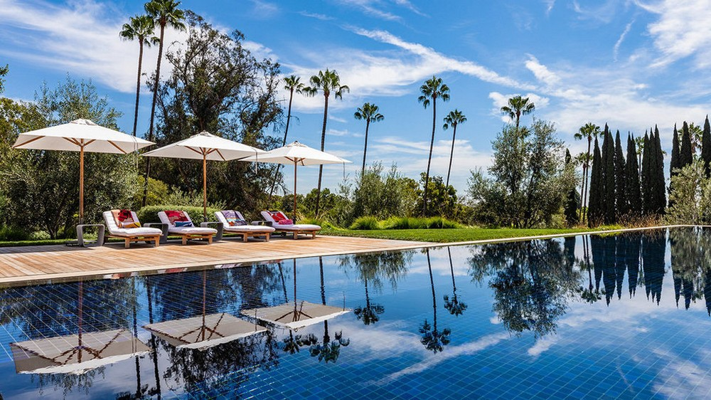 This $125 Million Los Angeles Luxury Real Estate Is Now Up for Grabs 9 Luxury Real Estate This $125 Million Los Angeles Luxury Real Estate Is Now Up for Grabs This 125 Million Los Angeles Luxury Real Estate Is Now Up for Grabs 9 1