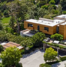 This $125 Million Los Angeles Luxury Real Estate Is Now Up for Grabs Luxury Real Estate This $125 Million Los Angeles Luxury Real Estate Is Now Up for Grabs featured 3 228x230