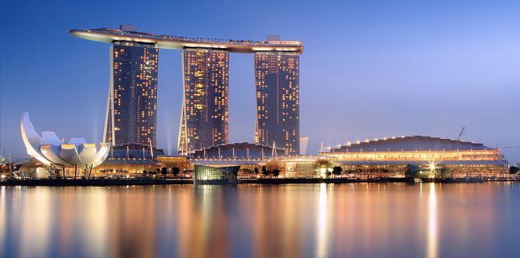 Contemplate Singapore's Iconic Hotel, Marina Bay Sands marina bay sands Contemplate Singapore's Iconic Hotel, Marina Bay Sands 1200px Marina Bay Sands in the evening   20101120 745x370